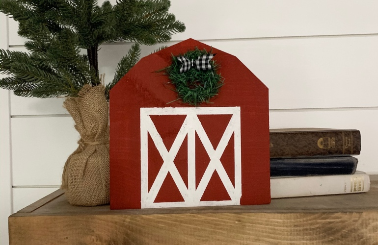 Farmhouse Christmas Barn Tutorial